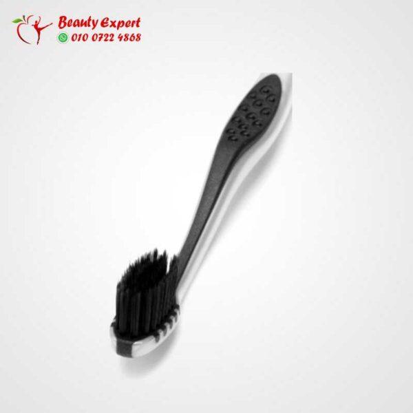فرشاة أسنان سوداء لامعة ناعمة
